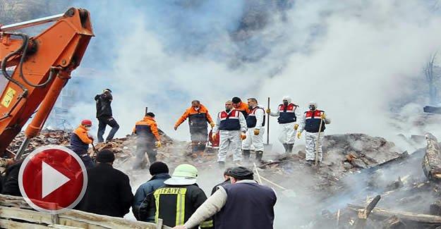 Yaşlı Kadın Yangın Enkazında Aranıyor
