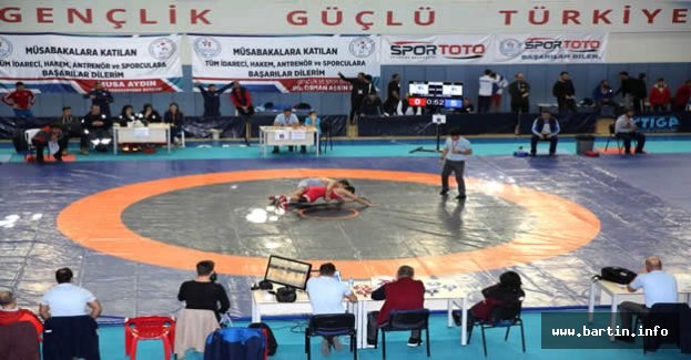 Yıldızlar Grekoromen Grup Şampiyonası Başladı