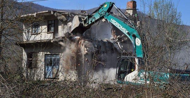 Baraj Sahasındaki Evler Yıkılıyor