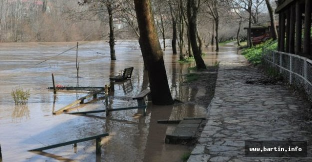 Irmak Taştı, Yollar Su Altında Kaldı