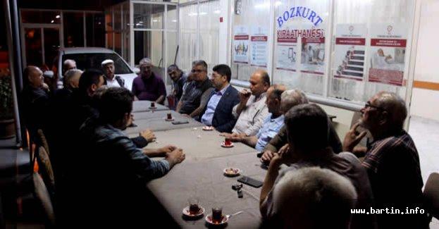 Cumhuriyet Mahallesinde Çay Sohbeti