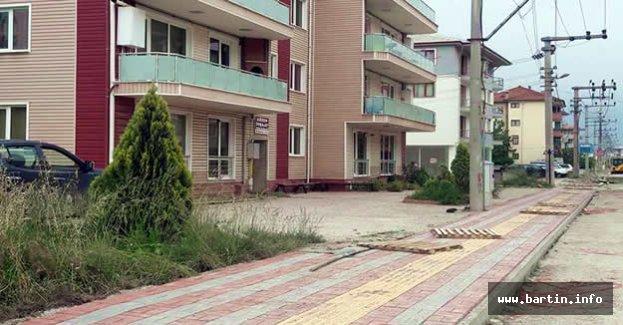 Eski Hastane Caddesi Kaldırımları Yenileniyor