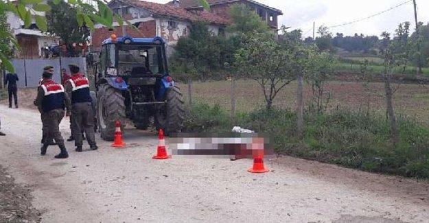 Komşusuna süt götürürken traktör çarpan kadın öldü