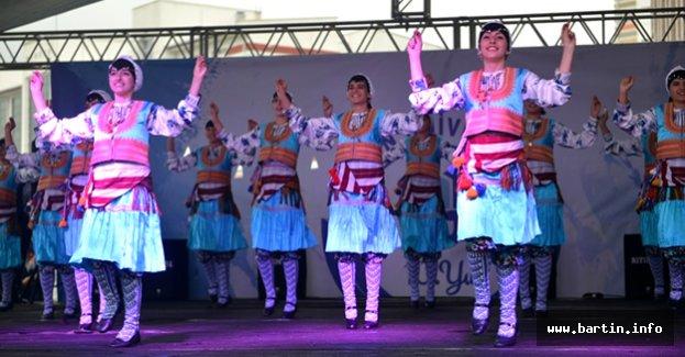 Konser ve Halk Dansları büyüledi