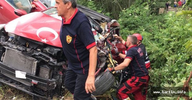 TIR, Otomobili Biçti: 4 Yaralı