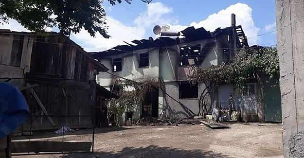 Yanan evden eşini kurtardı, kendi yanarak can verdi