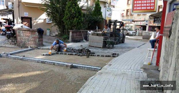 Demirciler Sokak antik parke taşlarla yenileniyor
