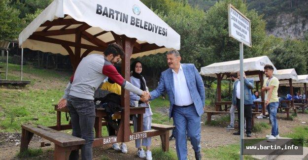 Başkan Yeni Öğrencilerle Piknik Yaptı