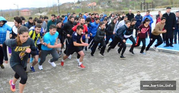 Öğretmenler İçin 4 Kilometre Koştular