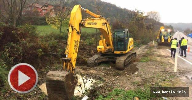 Ulupınar'da Patlayan Su Borusu Onarılıyor