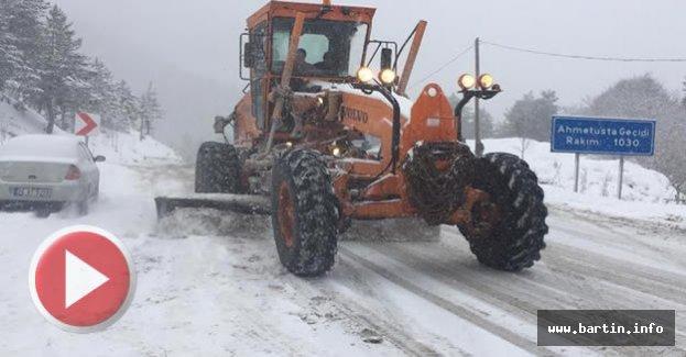 Ahmetusta Geçidinda kar etkili oluyor