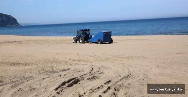 İnkumu'nda Kumsal Temizleniyor