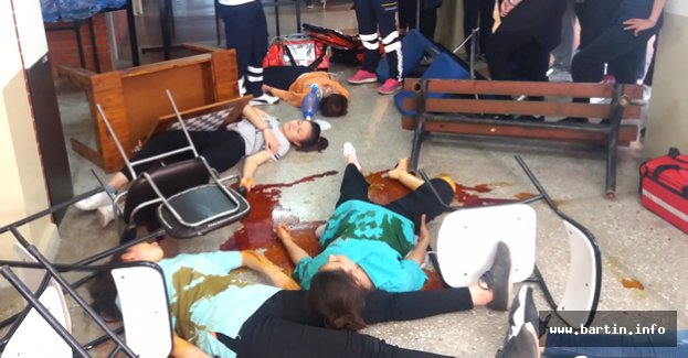 Yaralılara İlk Müdahale Okul Koridorunda