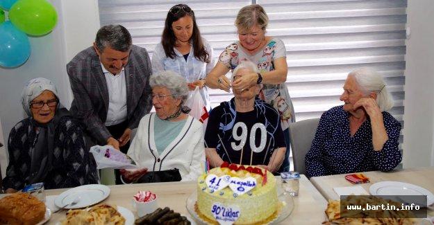 90'lık Ninelere Sürpriz Parti