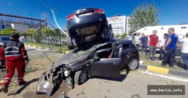 İnanılmaz Kaza: 10 Yaralı