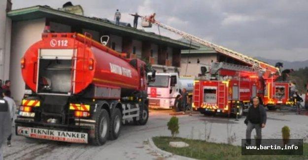 Otelin çatısı yandı, öğrenciler tahliye edildi