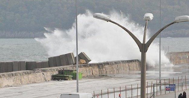 Şiddetli rüzgar nedeniyle balıkçılar denize açılamadı