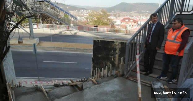 Üstgeçide Merdiven Yapılıyor