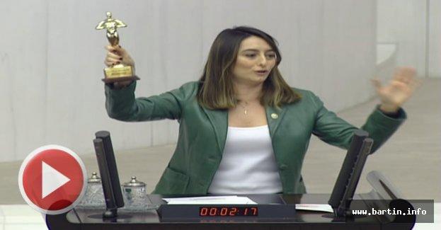 CHP'li Bankoğlu'ndan Bakan'a Oskar Ödülü