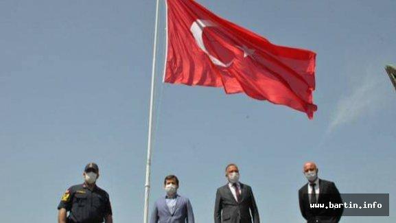 Kumluca'ya Dev Türk Bayrağı