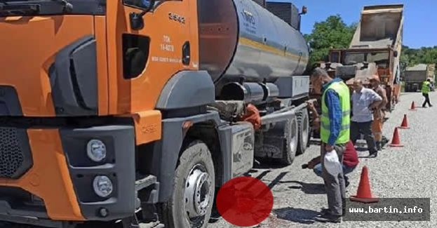 Asfalt Tankeri İşçinin Üzerinden Geçti