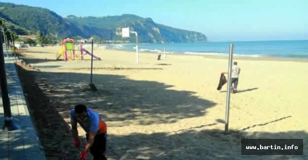 Binlerce Turist Ağırlayan İnkum'da Temizlik Zamanı