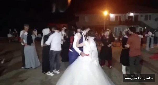 Düğünler Başladı, Sosyal Mesafe Unutuldu
