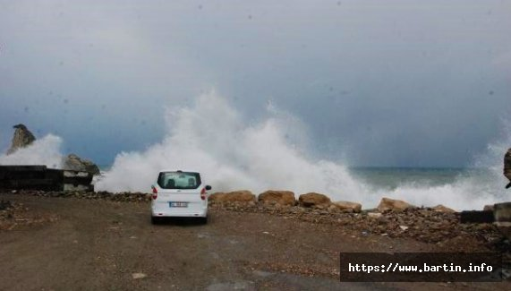 Amasra'da Şiddetli Rüzgar Etkili Oldu