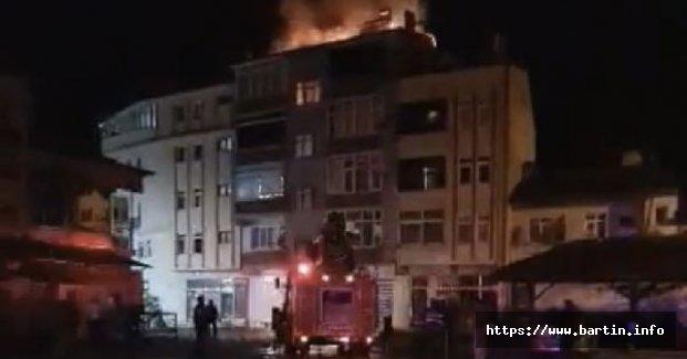 Gece Yarısı 5 Katlı Binada Yangın Paniği