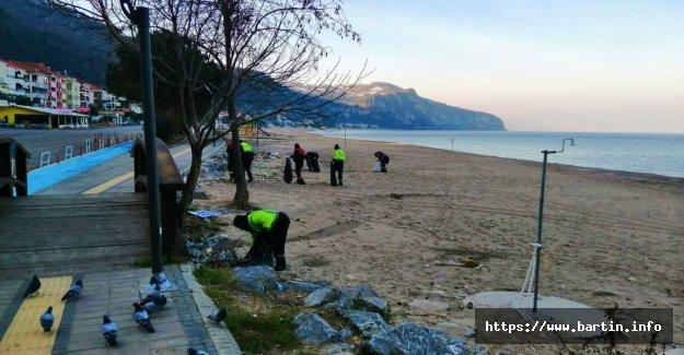 İnkumu Plajındaki Çöpler Temizlendi