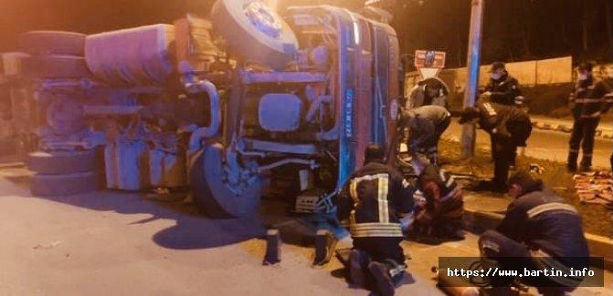 Bartın'da TIR devrildi, Şoförün Kolu Koptu