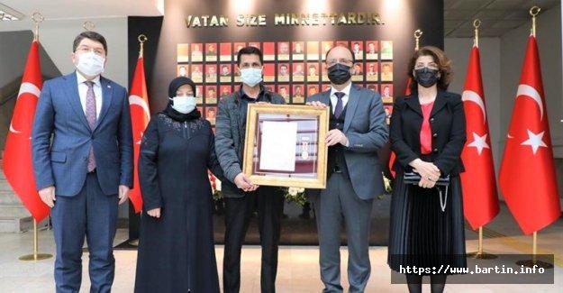 Şehit Uzman Çvş. Furkan Yılmaz'ın Ailesine Devlet Övünç Madalyası