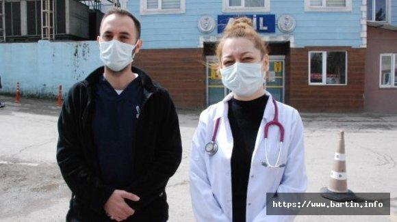 Uyarıya sinirlenen hasta yakını doktorlara saldırdı