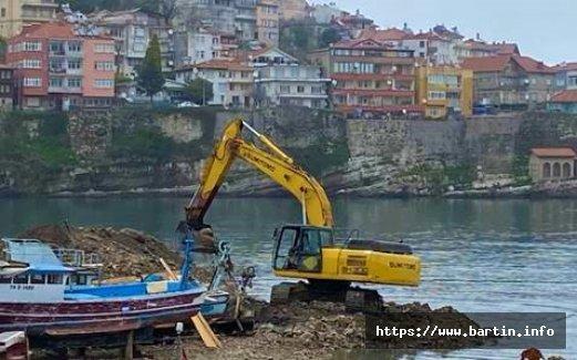 Küçük Liman Temizleniyor