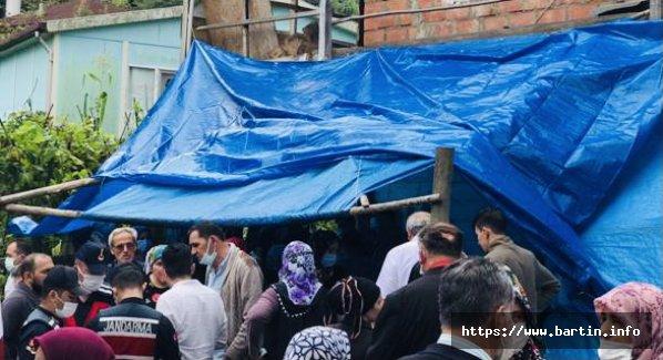 Taziye Evinin Balkonu Çöktü, Çok Sayıda Yaralı Var