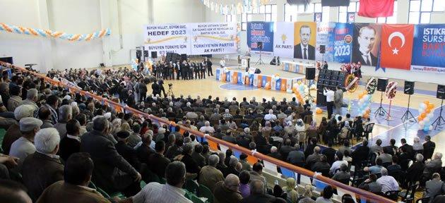 300 kişi Ak Parti'ye katıldı