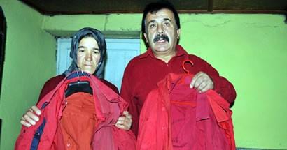 40 yıldır kırmızı gömlek giyiyor