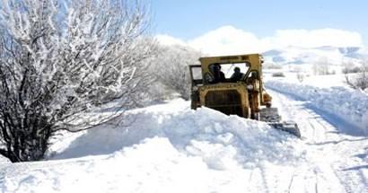 475 km.lik 73 köy yolu ulaşıma kapandı, maçlar ertelendi
