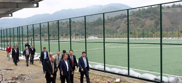 Abdipaşa futbol sahası tamamlanmak üzere