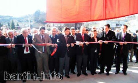 Ahşap market hizmete açıldı