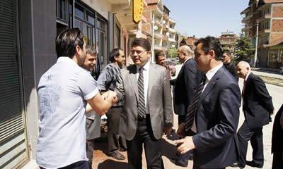 Ak Parti adayları Kozcağız Esnafını ziyaret etti