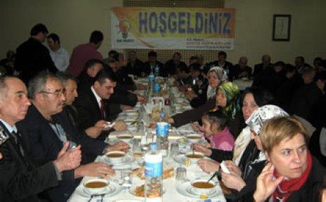 Ak Parti Kadın Kolları teşkilatlara yemek verdi
