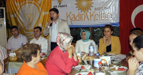 Ak Parti Kadın Kolları'ndan Engellilere İftar