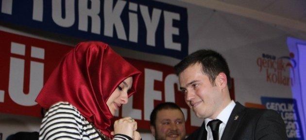 Ak Partili Başkan Sahnede Kız Arkadaşına Evlenme Teklif Etti