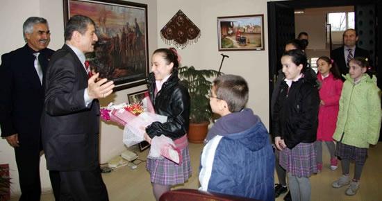 Akın'a öğrencilerden ziyaret