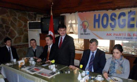Arslan'dan kahvaltılı basın toplantısı