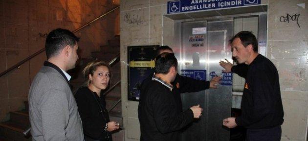 Asansörde Mahsur Kalan 4 Kişiyi İtfaiye Kurtardı