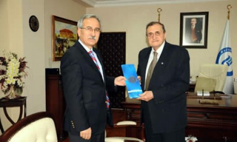 Aşçıoğlu'ndan Rektör Kaplan'a ziyaret