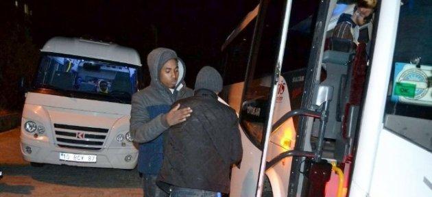 Ayvalık'ta 41 Kaçak Göçmen Sahil Güvenlikten Kaçamadı