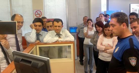 Banka personeline Para ve Kontör Dolandırıcılığı brifingi